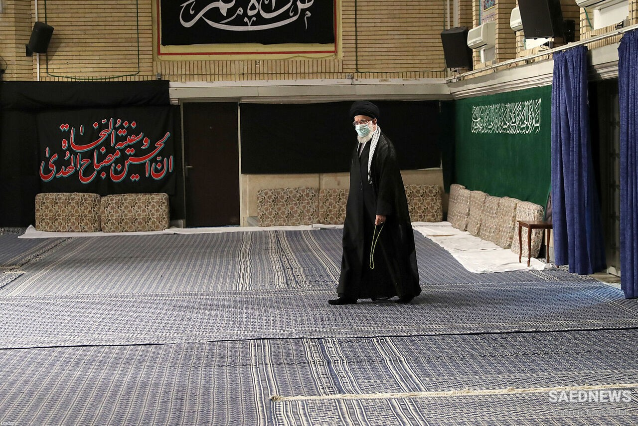 Supreme Leader observes 1st night of mourning for Imam Hussian