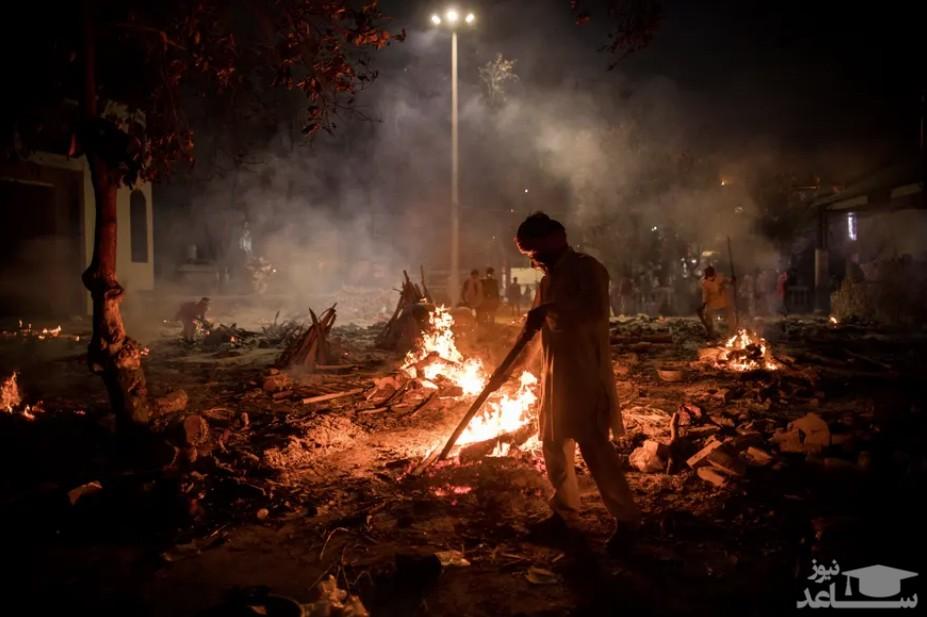 سوزاندن اجساد فوتی های کرونا در هندوستان