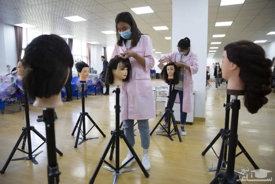 آموزش بافتن مو به دانش آموزان در مدرسه ای در سین کیانگ چین / آسوشیتدپرس