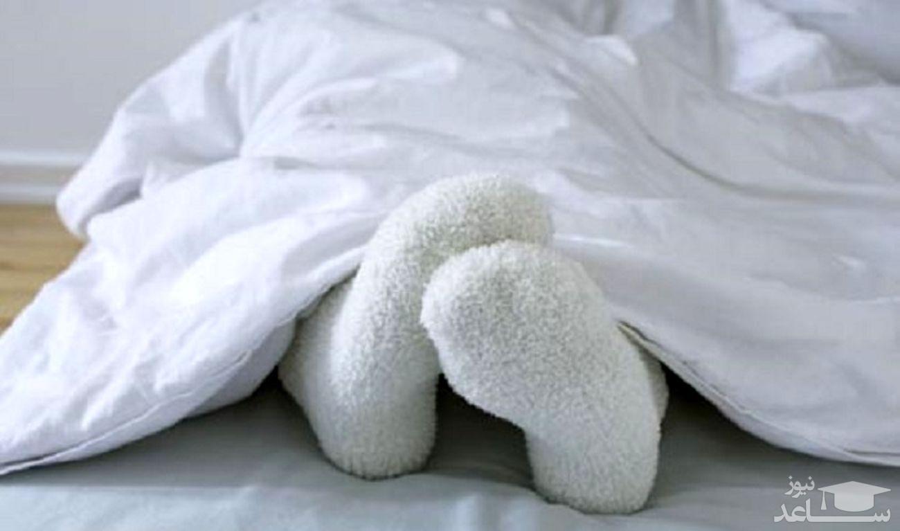 دختری که با دریافت پول رختخواب های سرد را گرم می کند!