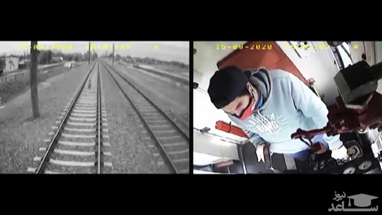 (فیلم) هوشیاری راننده قطار در زیر نگرفتن بچه ۳ ساله بر روی ریل