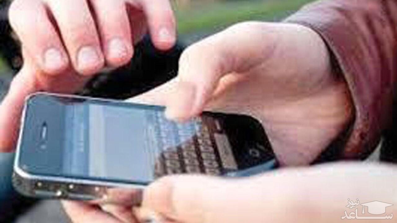 (فیلم) لحظه قاپیدن گوشی تلفن همراه در پیاده رو