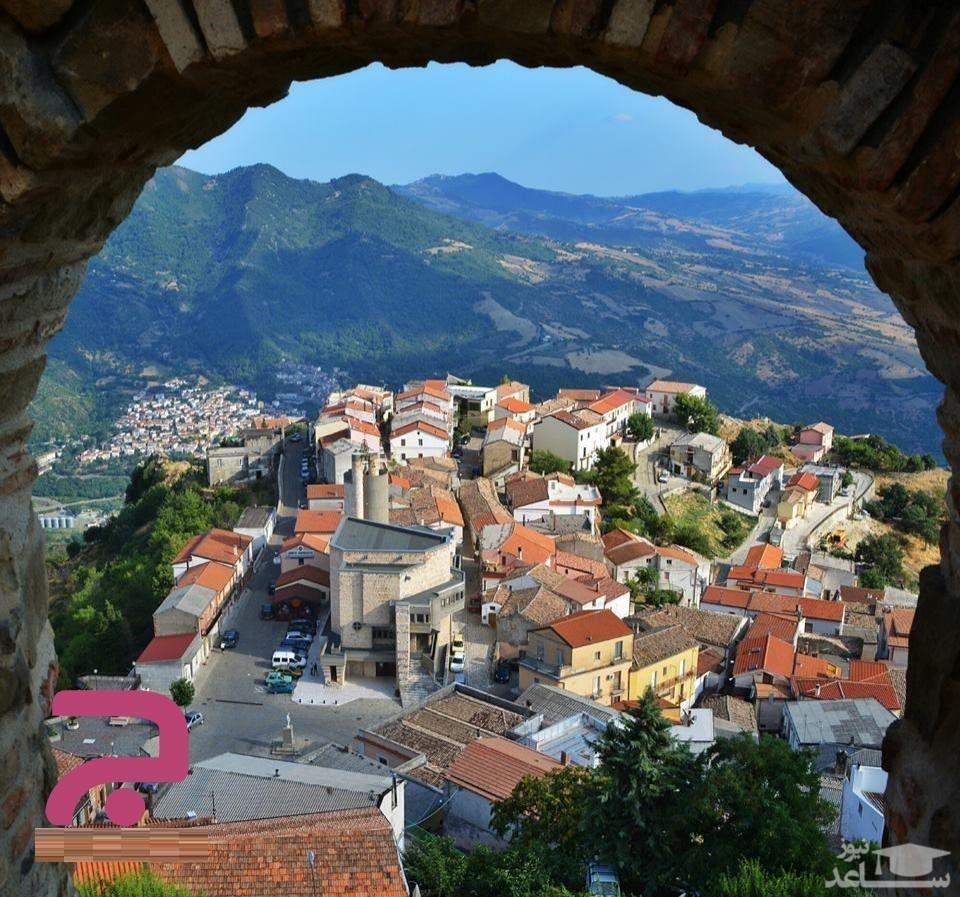 سفر ماجراجویان به شهر کوچک نفرین شده در ایتالیا
