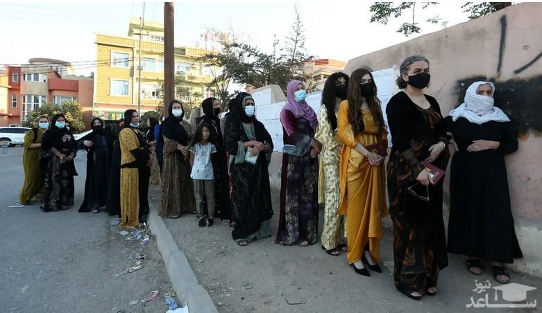 صف مشارکت در انتخابات پارلمانی عراق در یک حوزه رای گیری در شهر دهوک عراق/ رویترز