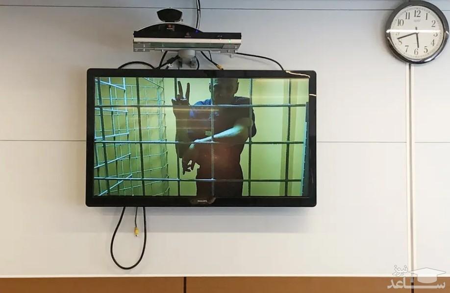 الکسی ناوالنی فعال سیاسی مخالف حکومت روسیه از طریق ویدئو کنفرانس و از سلول خود در زندان در جلسه دادگاه شرکت کرده است.