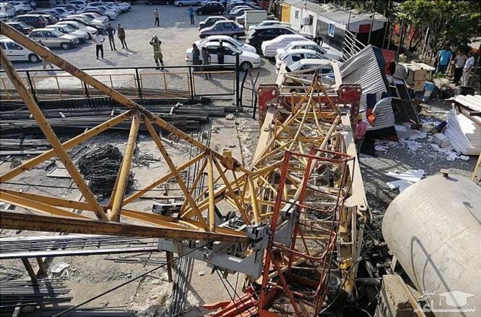 (عکس) سقوط جرثقیل در مینیسیتی