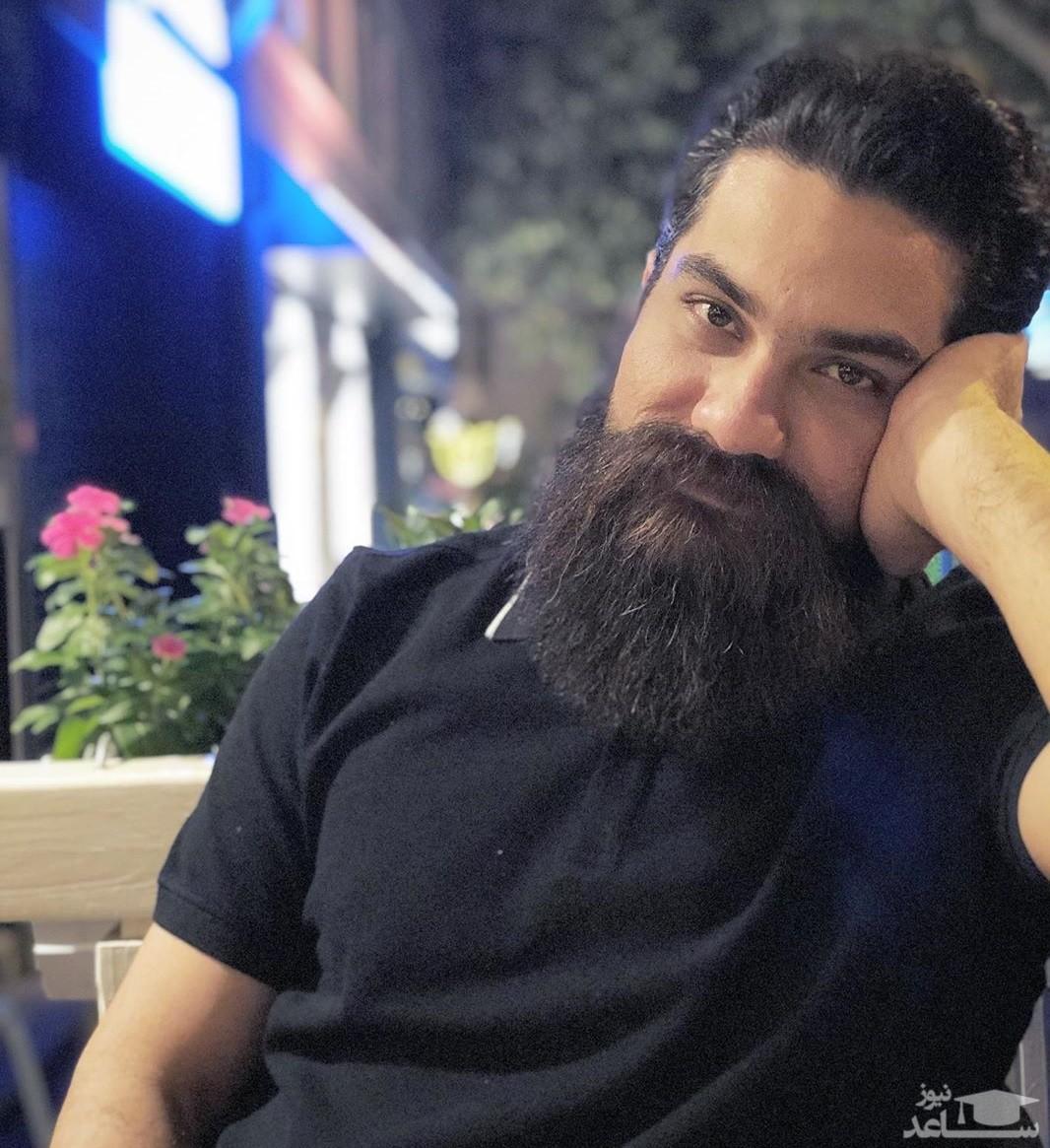علی زندوکیلی درکنار پوری بنایی
