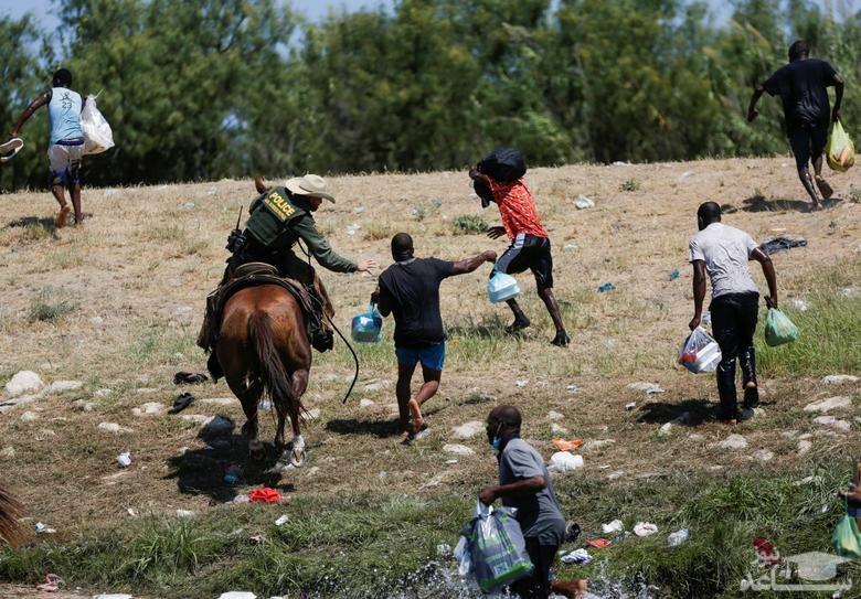 رفتار مرزبانان آمریکایی با پناهجویان