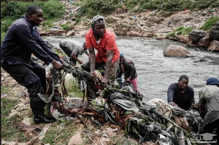 فعالان محیط زیست در حال پاکسازی رود نایروبی