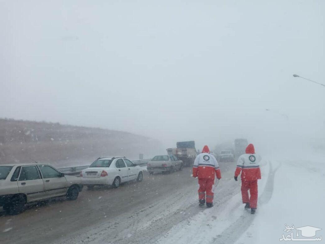 هلال احمر خراسان شمالی به هزار نفر گرفتار در برف امدادرسانی کرد