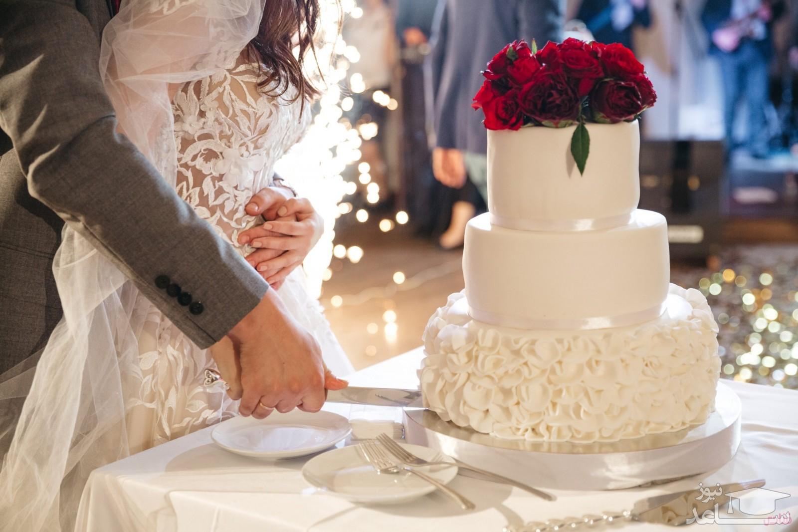 عروسی که کیک مراسمش را به مهمان ها فروخت!
