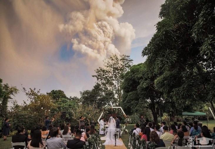 جشن عروسی عجیب زیر فوران وحشتناک آتشفشان