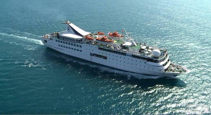 (عکس) غرق شدن کشتی معروف در بندر بیروت