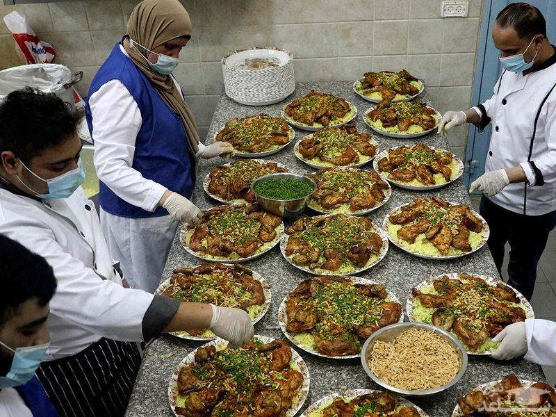 توزیع غذاهای افطاری