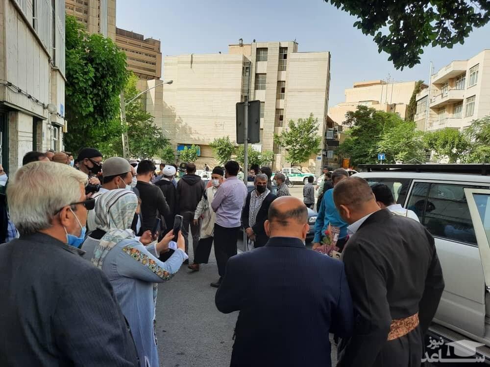 تجمع مقابل خانه احمدی نژاد