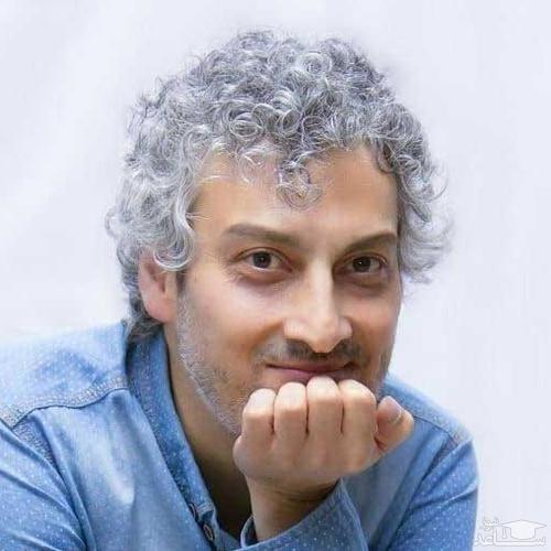 ارژنگ امیرفضلی کمدین مشهور در حال اصلاح موهایش