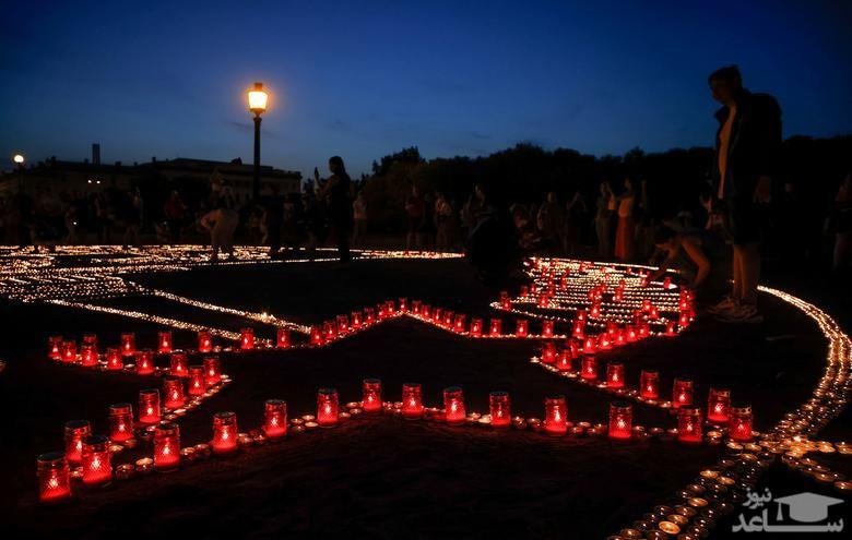 روشن کردن شمع در هشتادمین سالگرد تجاوز نظامی آلمان نازی به شوروی