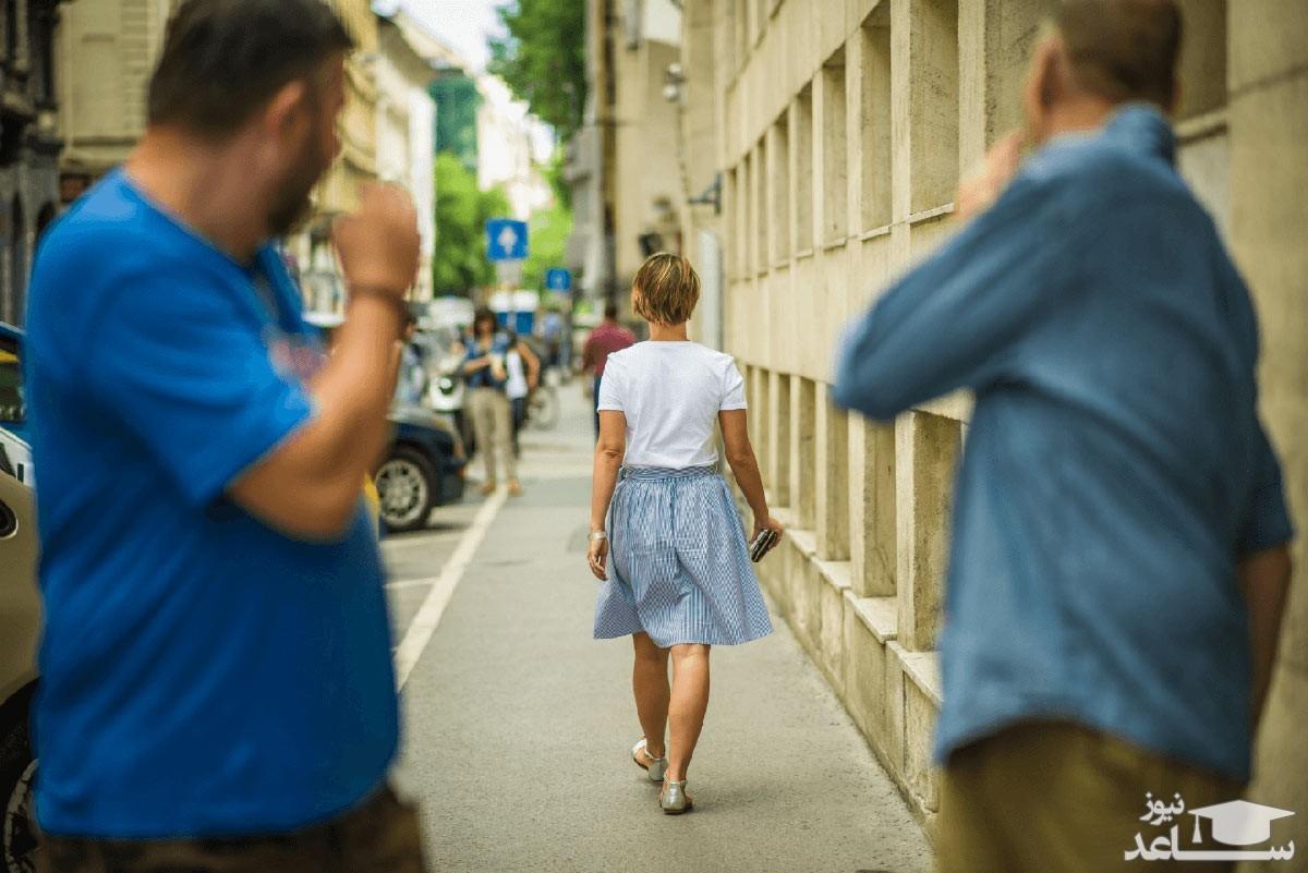 کار عجیب دختر جوان با مردان مزاحم خیابانی