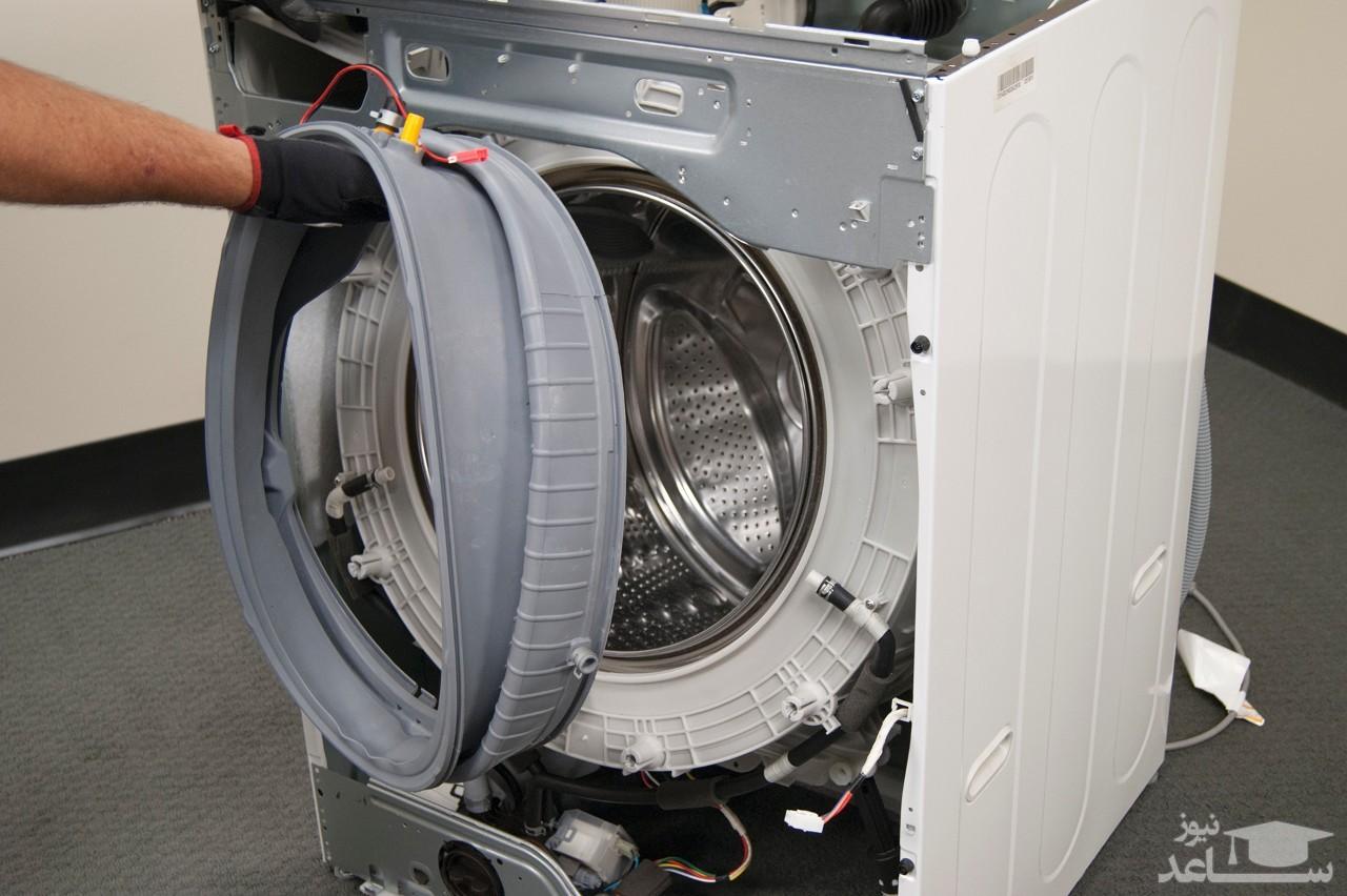 گیر کردن یک بچه شیرازی در ماشین لباسشویی