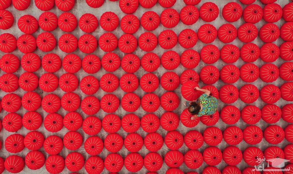 کارگاه تولید فانوس های قرمز چینی در استان گویژو چین