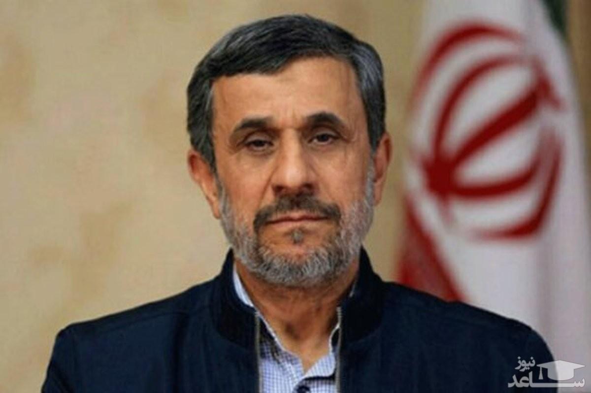 (فیلم) توضیحات جنجالی دیپلمات ایرانی درباره پیراهنی که احمدینژاد برای خودش برداشت