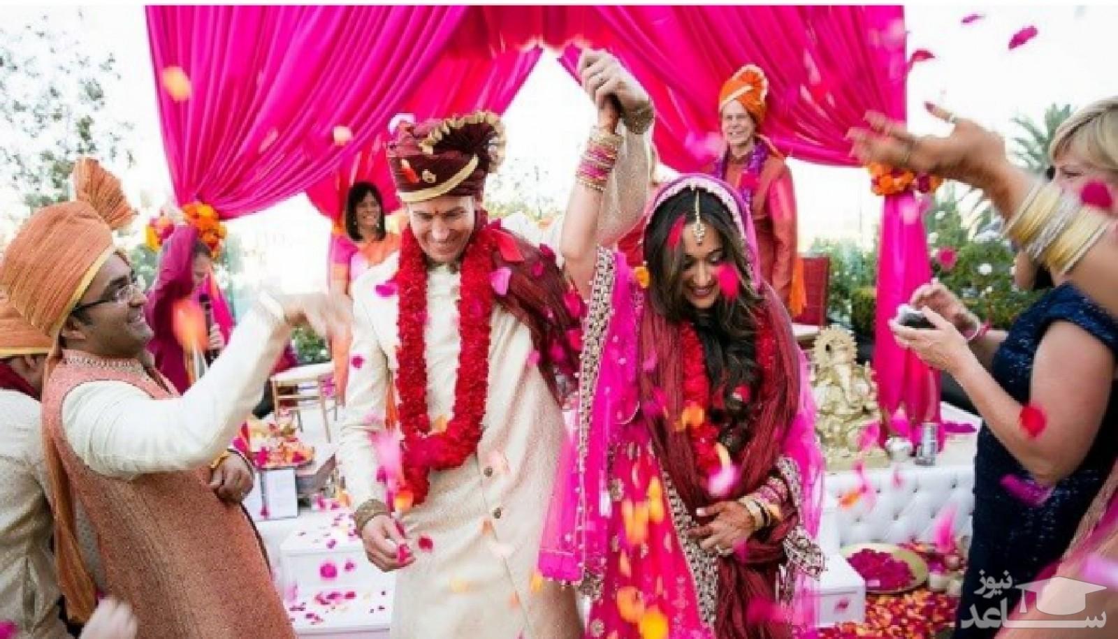 شیرجه ساقدوشان به روی سفره عقد مراسم عروسی را به هم ریخت! + فیلم
