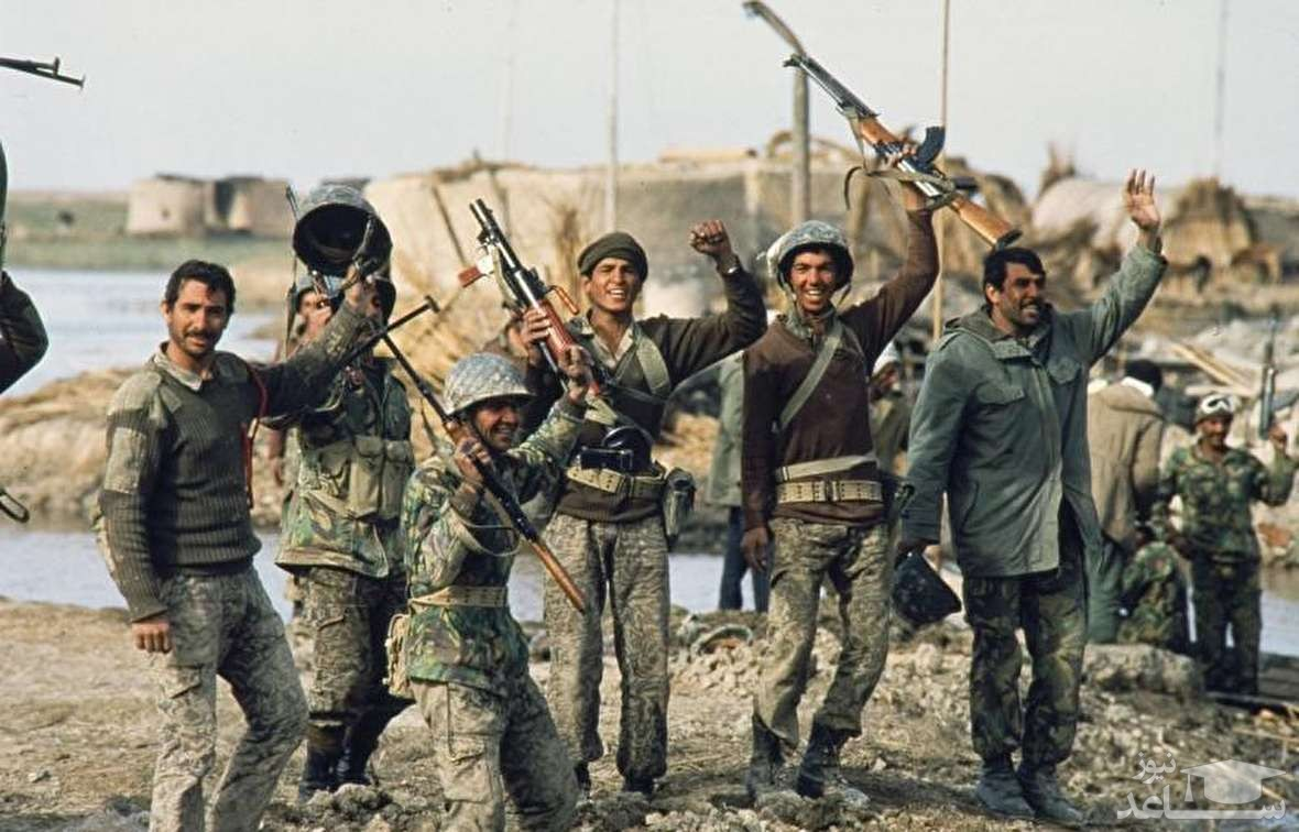 (عکس) بازدید صدام از جبهه جنگ با ایران!