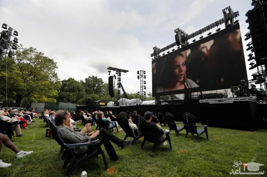 تماشای فیلم در فضای باز