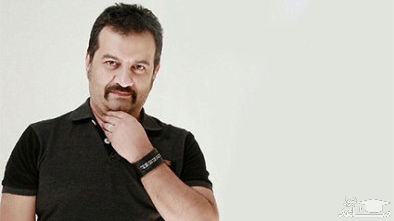 تیپ عجیب مهراب قاسم خانی در خانه شخصی اش