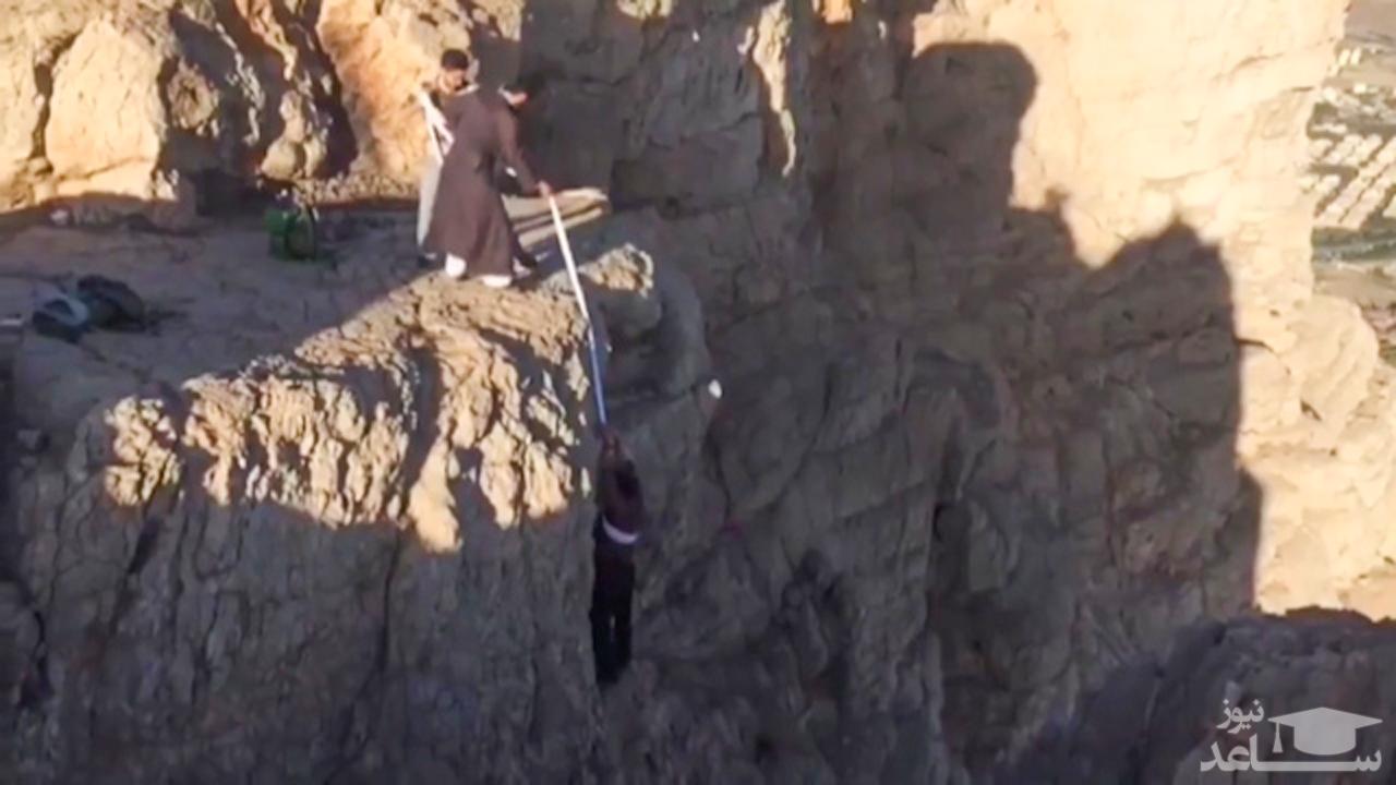 (فیلم) عملیات نجات توسط یک روحانی در کوه