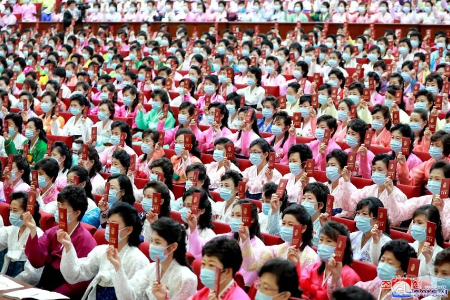 برگزاری کنگره سراسری اتحادیه زنان سوسیالیست کره شمالی در پیونگ یانگ