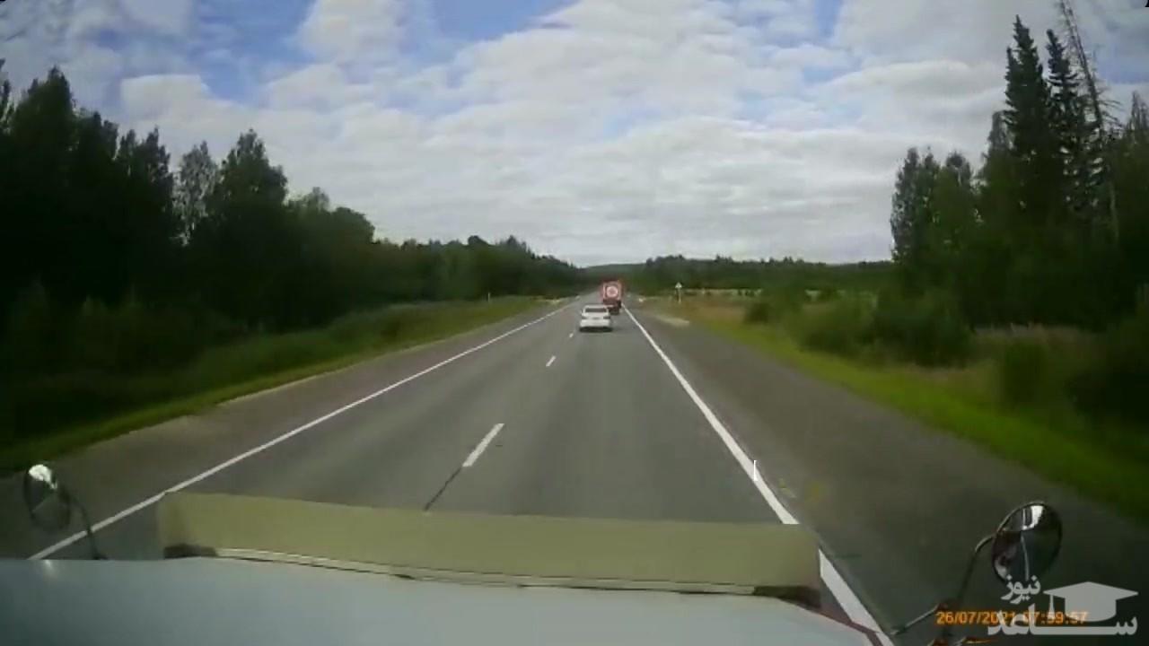(فیلم) ماشین پلیسی که غیرمستقیم باعث تصادف شد