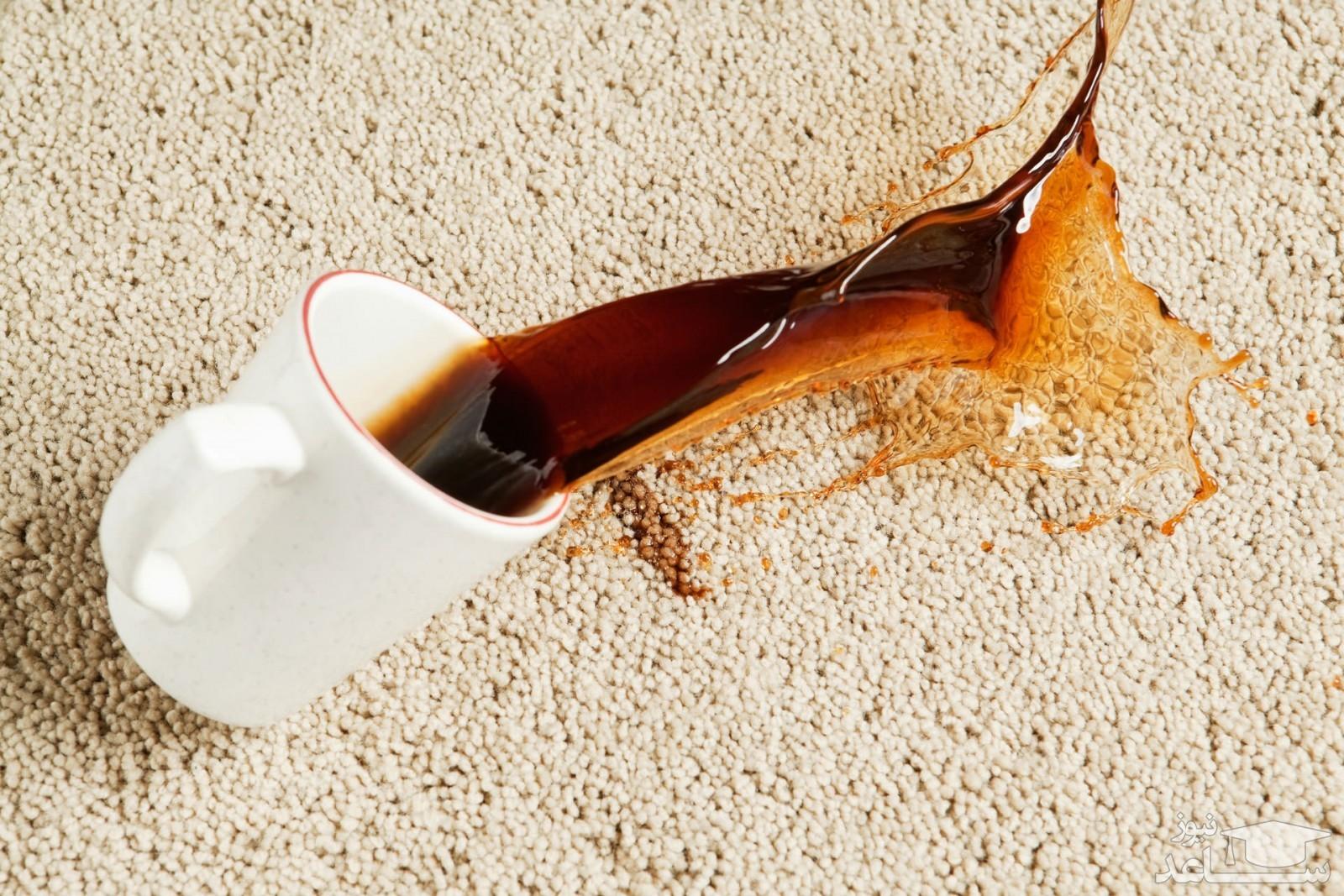لکه آبمیوه روی فرش