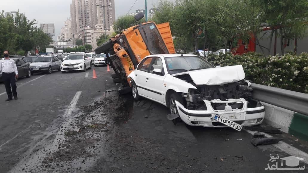 تصادف زنجیره ای شدید در اتوبان مدرس تهران +فیلم