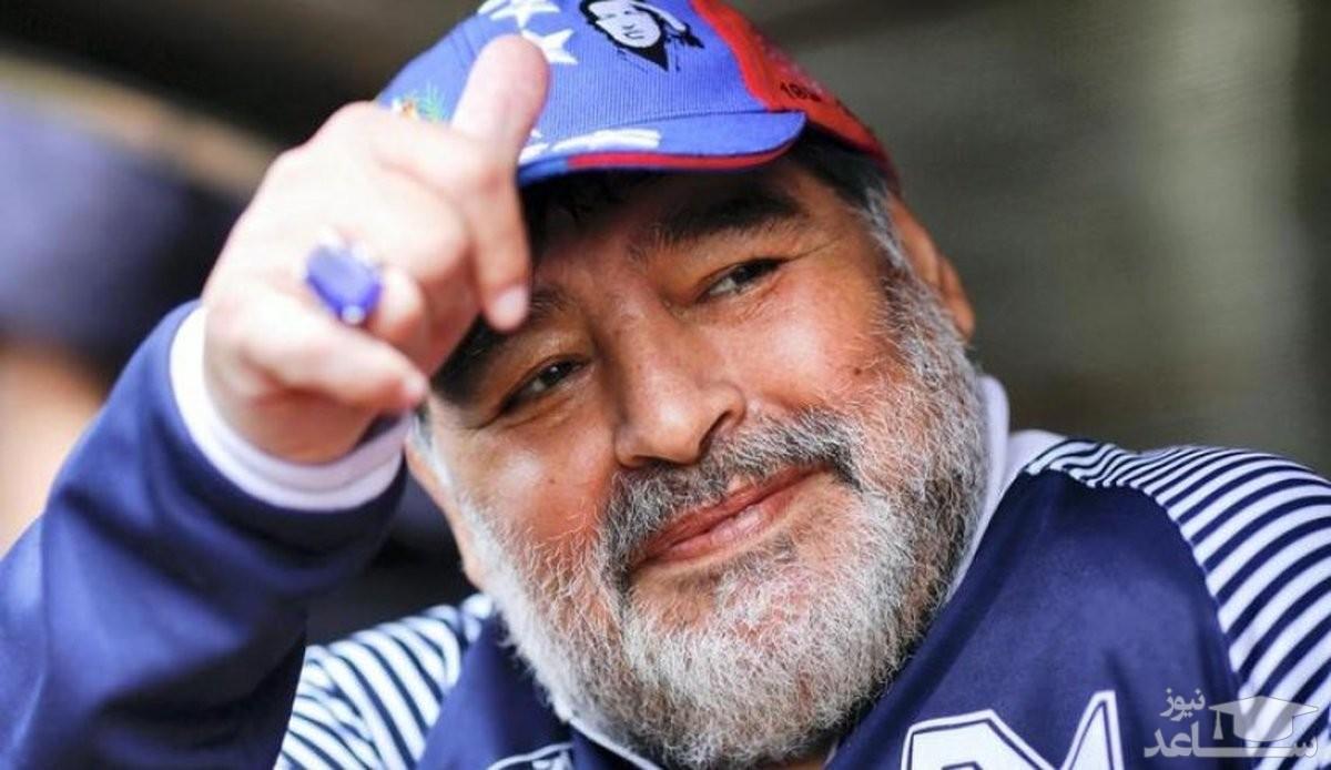 اخراج به خاطر عکس گرفتن با پیکر مارادونا!
