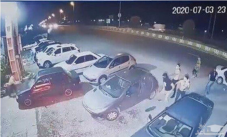 (فیلم) حمله وحشیانه اراذل و اوباش به رستوران در سرخرود