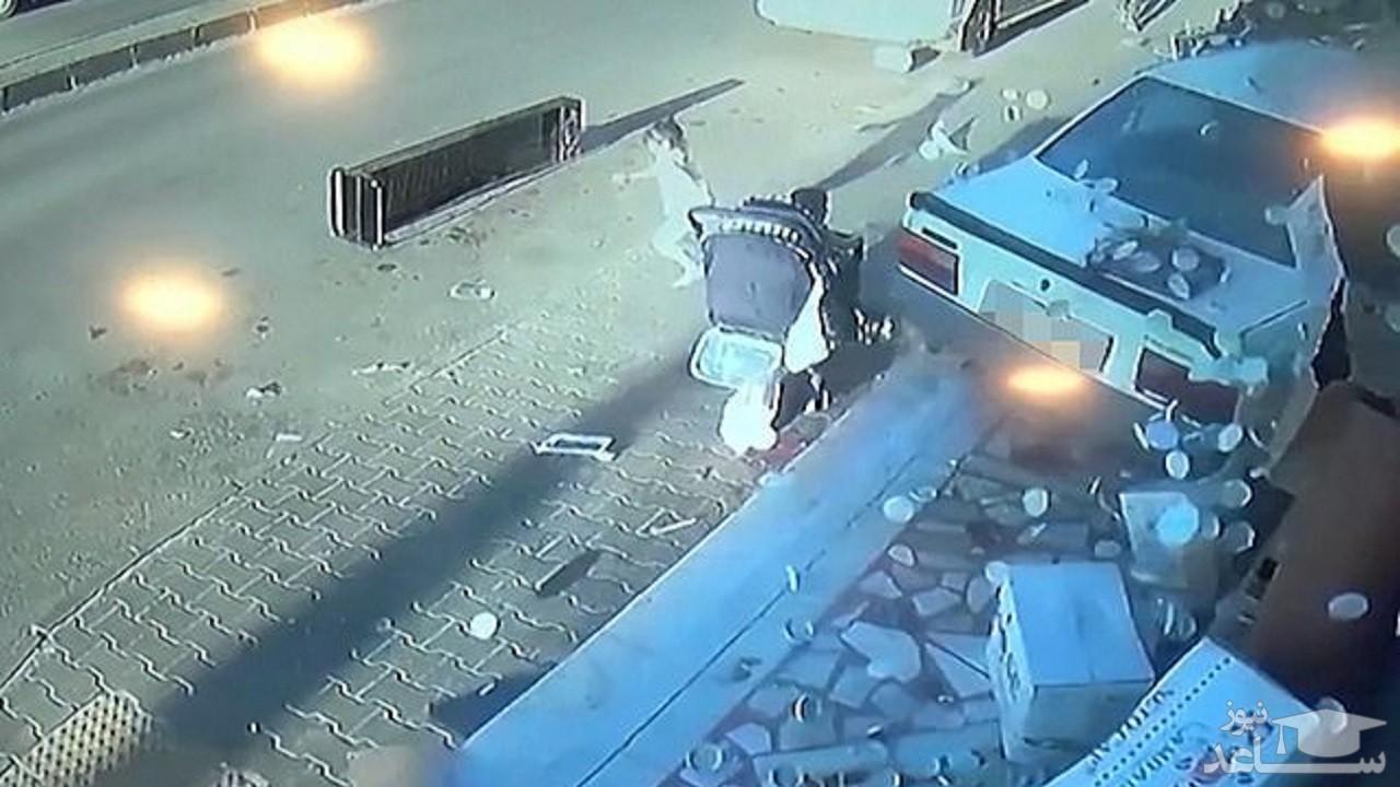 (فیلم) فرار معجزه آسای دو کودک خردسال از مرگ!