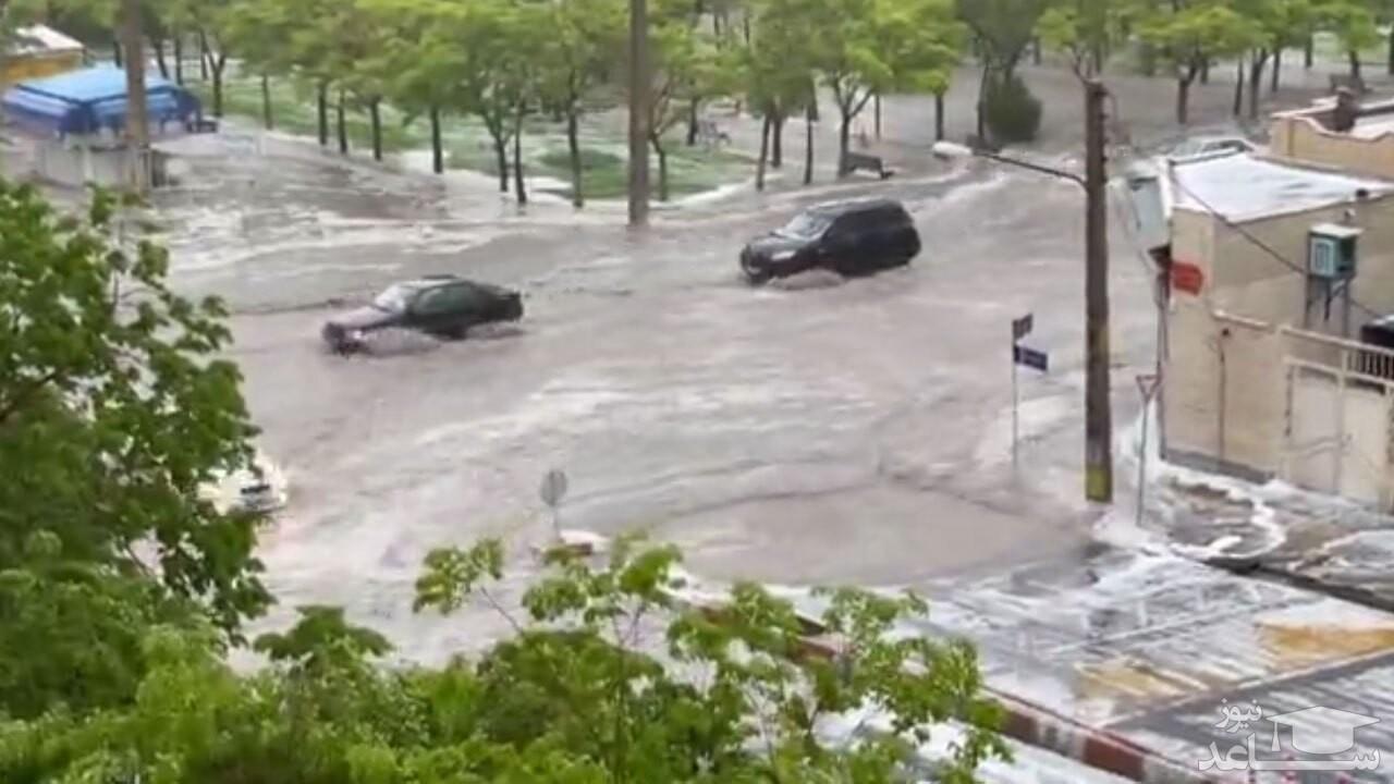 فیلمی از لحظه جاری شدن سیلاب شدید در خیابانهای شهر تبریز