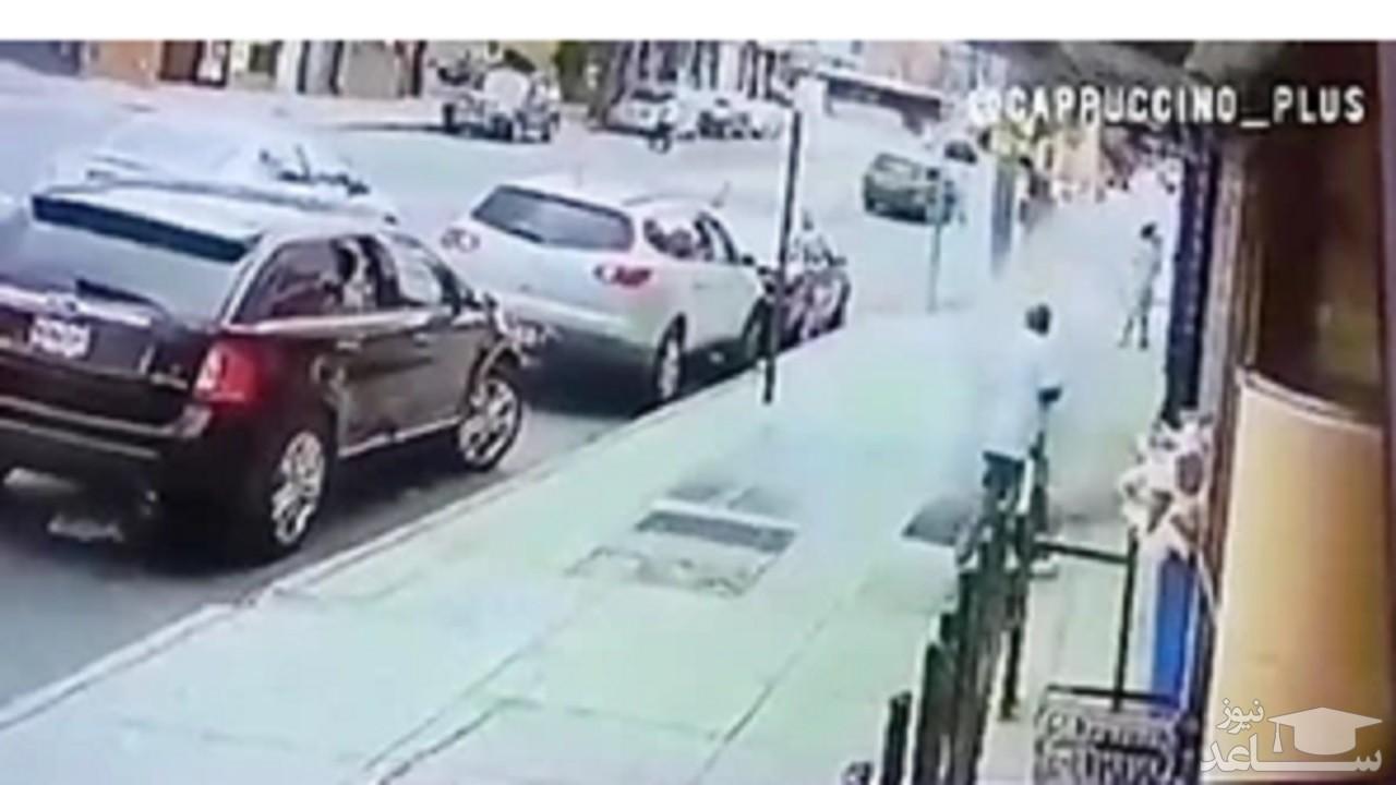(فیلم) انفجار ناگهانی پیاده رو در نیویورک