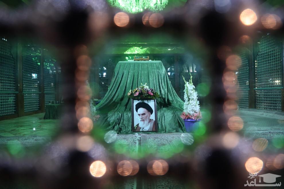 (عکس) تجدید میثاق روحانی با آرمانهای امام خمینی(ره)