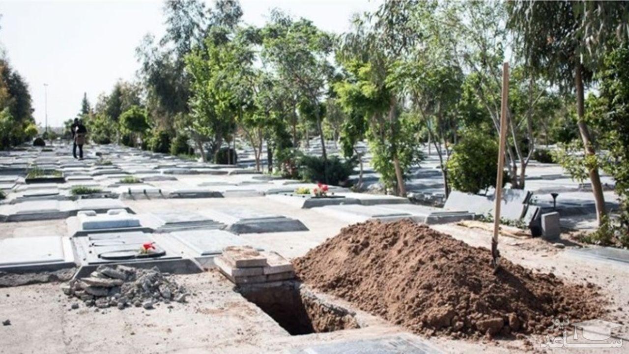 (عکس) سنگ قبر شکسته و راز عجیب مرده مدفون در آن