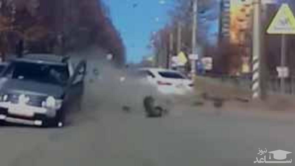 (فیلم) تصادف وحشتناک ۲ خودرو در یک خیابان