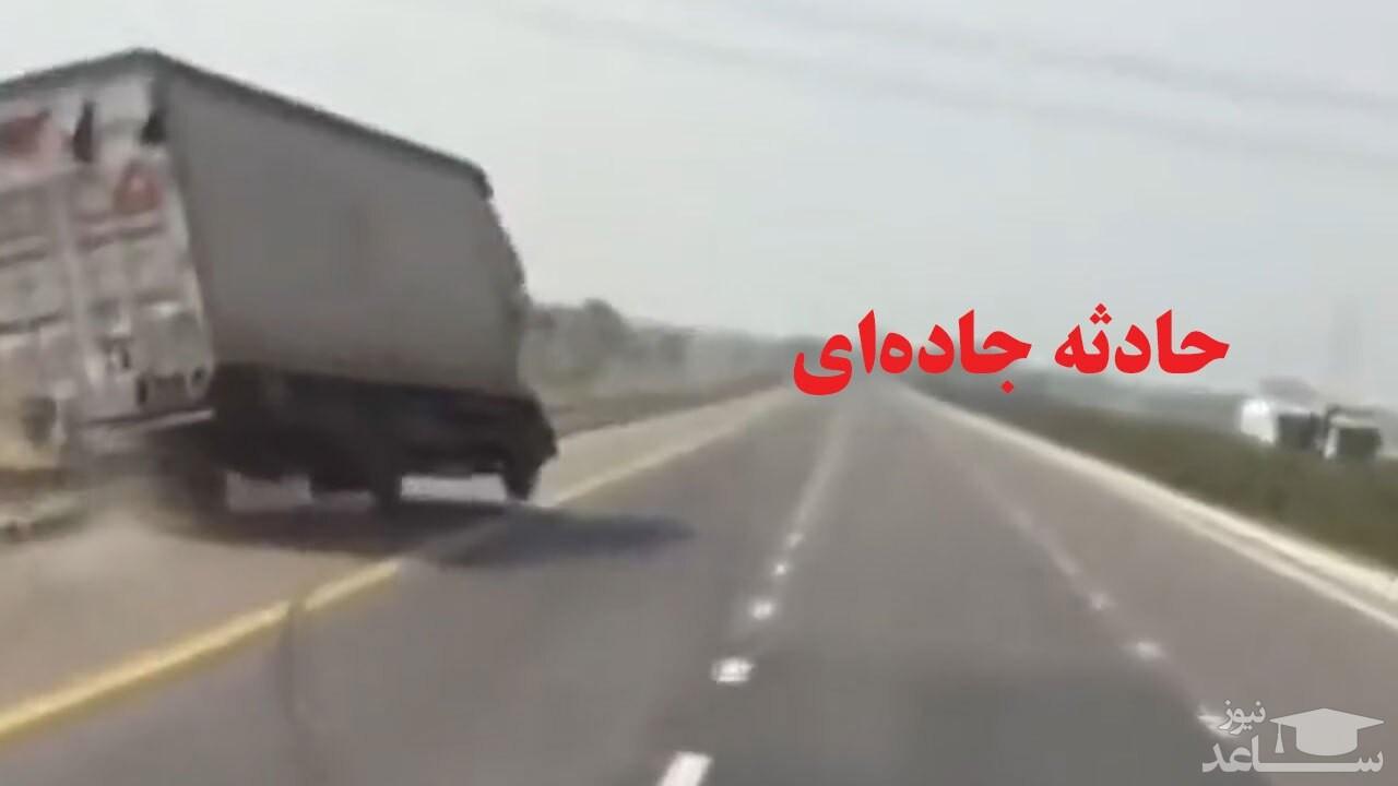 (فیلم) جمع کردن کامیونی که در آستانه واژگونی بود