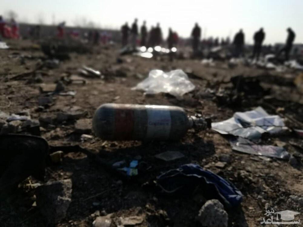 هواپیمای اوکراینی بر اثر برخورد با زمین منفجر شد/ آثار قطعات موشک بر بدنه هواهپیما مشهود است