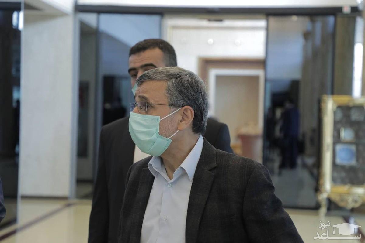 محمود احمدینژاد از کشور خارج شد
