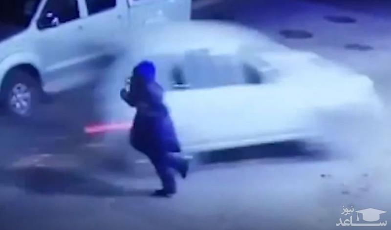 (فیلم) نجات میلیمتری مأمور پمپ بنزین از مرگ حتمی