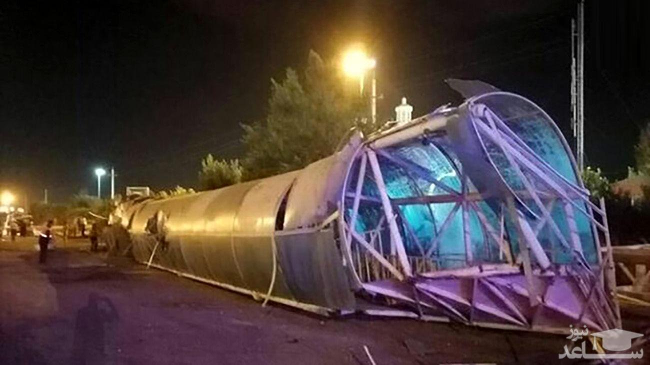 سقوط پل هوایی روی 2 خودرو / مرد زنجانی له شد