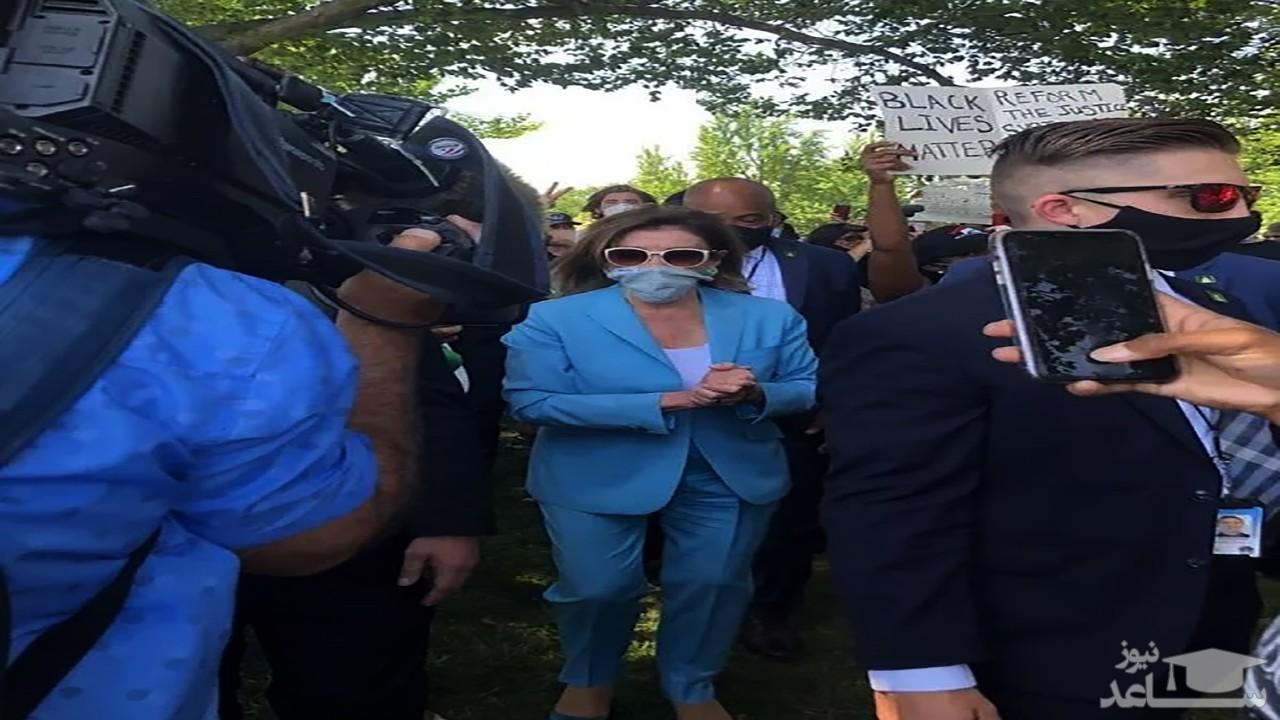 (فیلم) حضور نانسی پلوسی در جمع معترضان به قتل یک سیاه پوست
