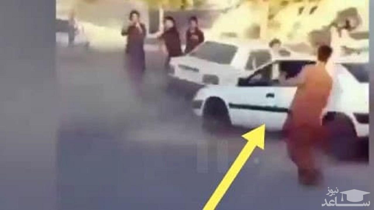 (فیلم) وقوع حادثه حین اجرای حرکات نمایشی با خودرو در زاهدان