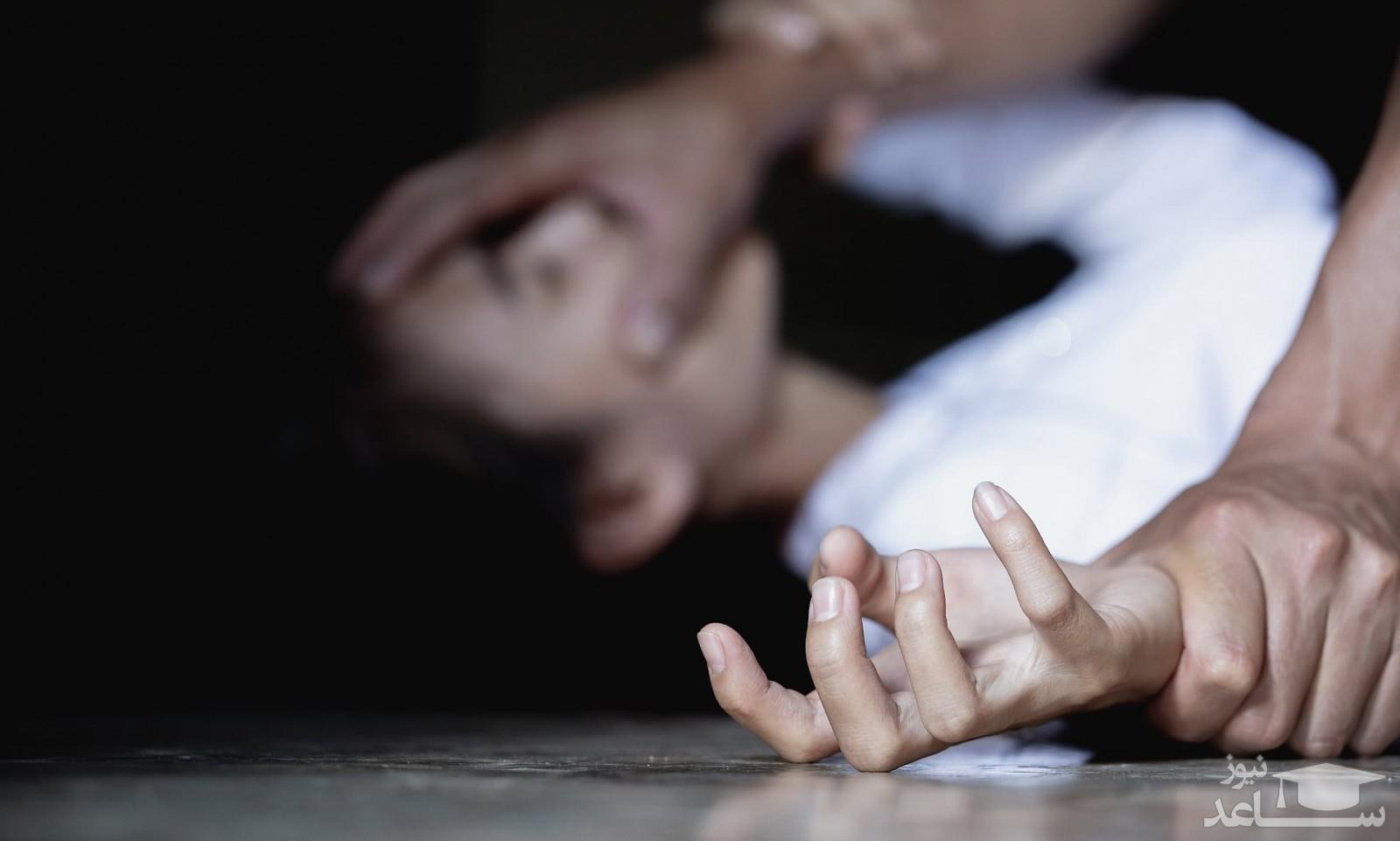 فیلم لحظه تجاوز6 مرد شیطان صفت به دختر جوان